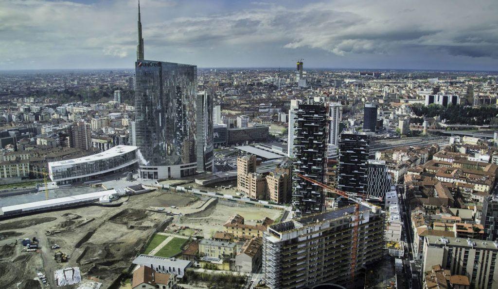 Panorama s Palazzo Lombardia v Milane