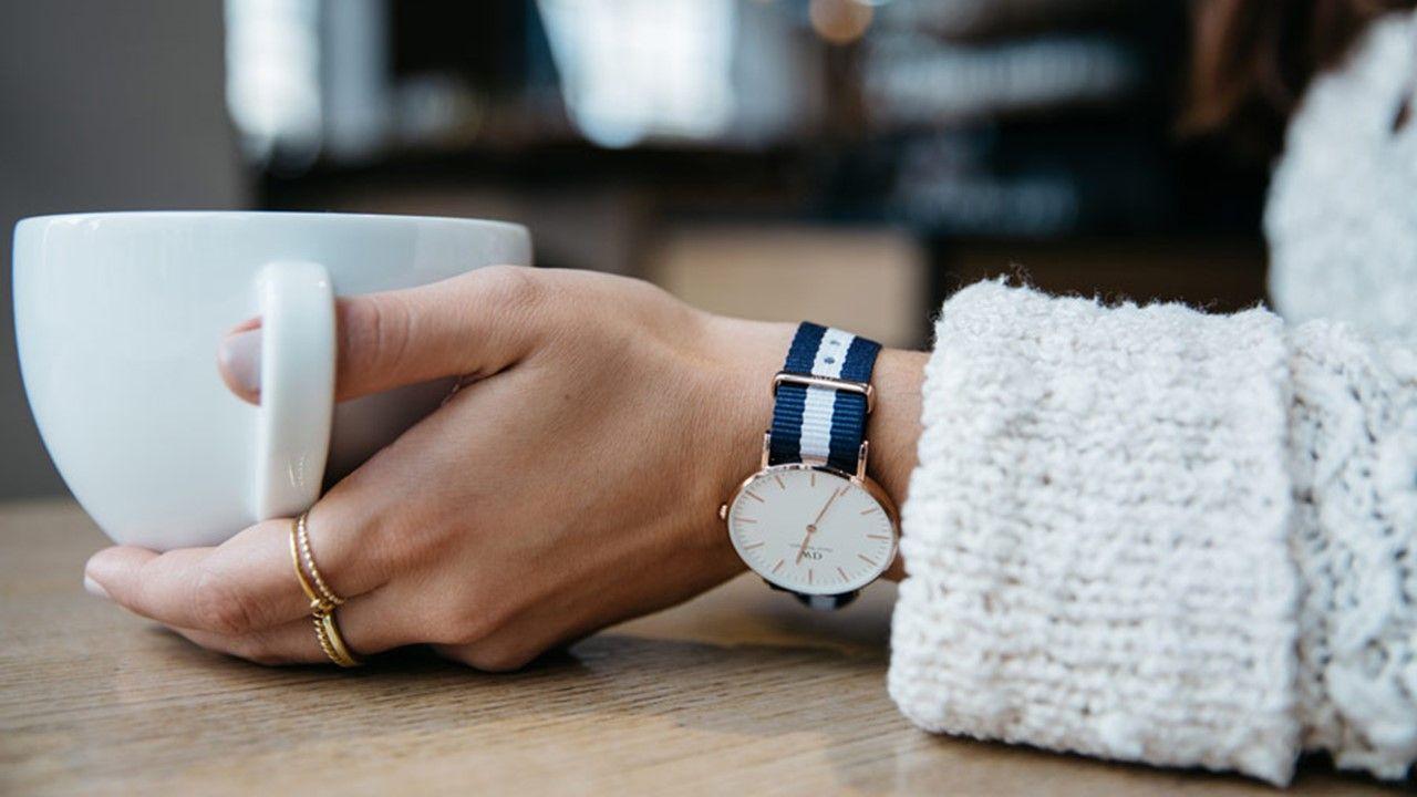 современные женщины часы daniel wellington женские со скидкой сильный