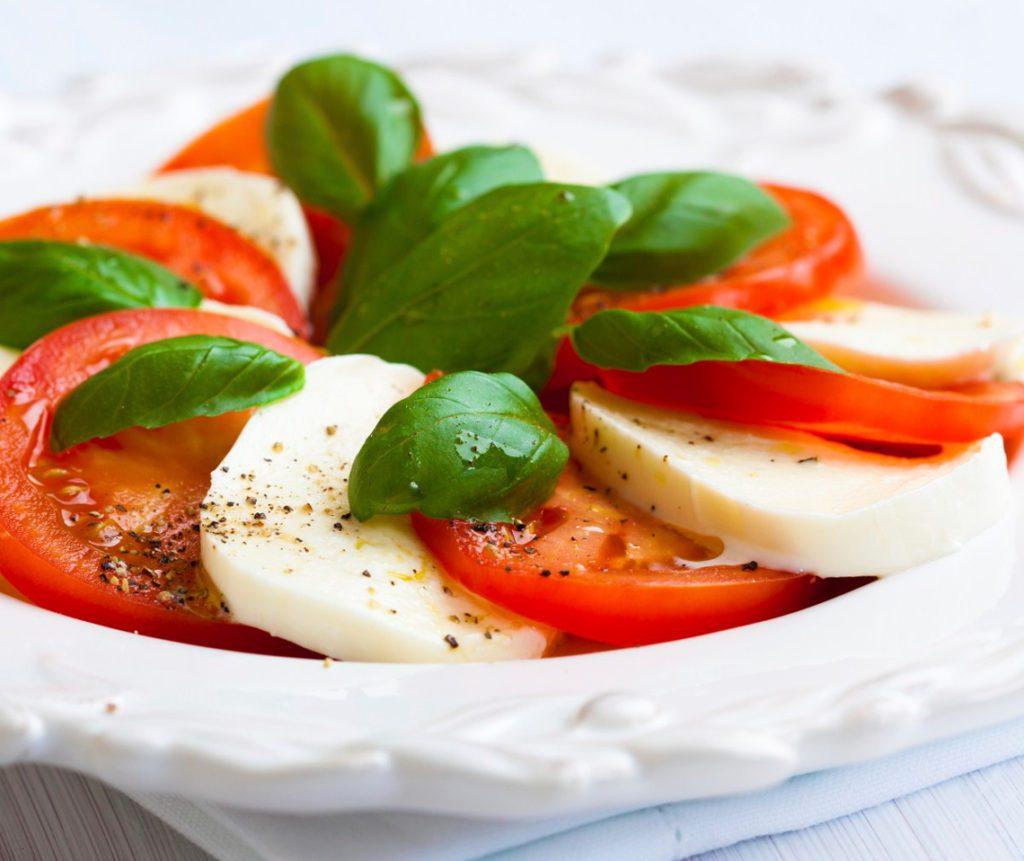 caprese салат