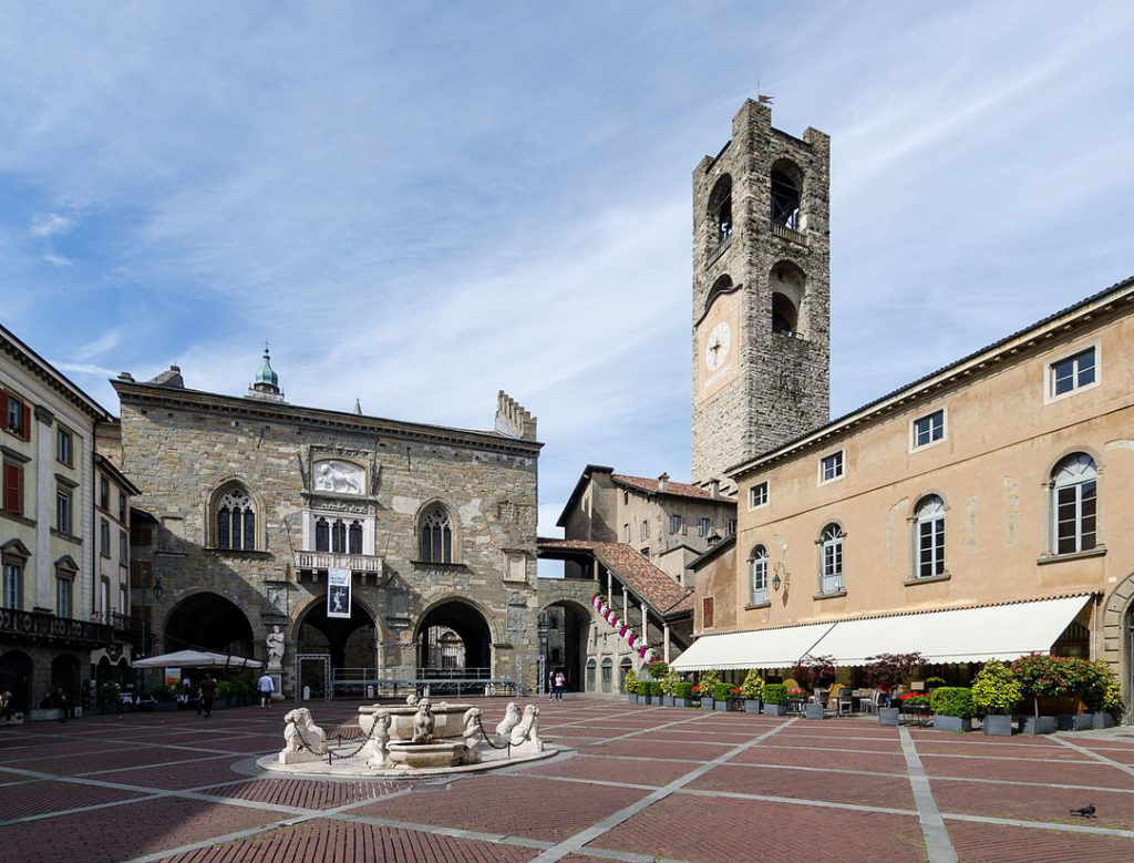 Piazza Vecchia Бергамо
