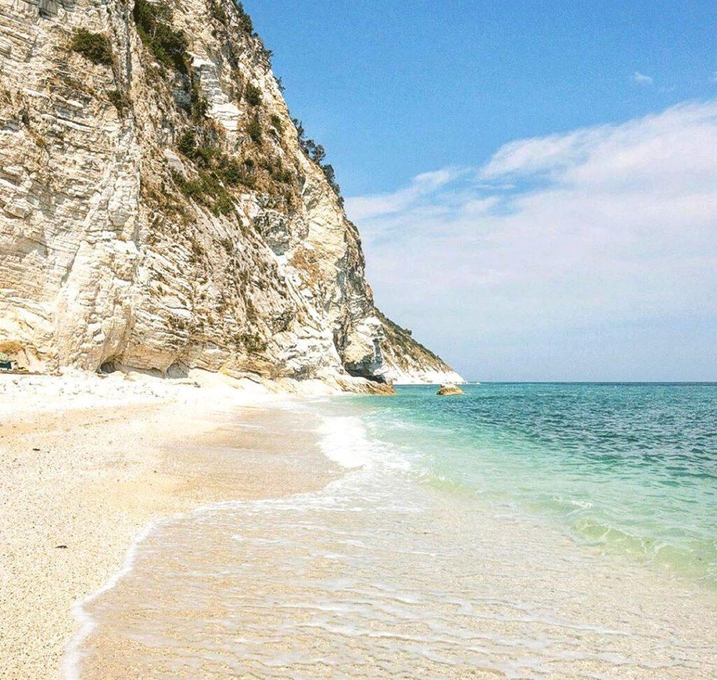 Spiaggia dei Sassi Bianchi